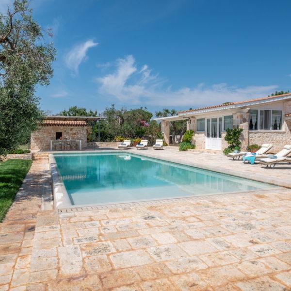Esterno piscina L'Antica Dimora - Trulli Oasi Fiorita (3)